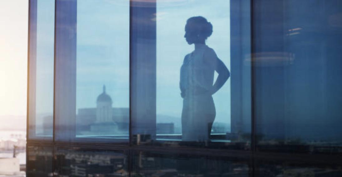woman-leader-blue-outline
