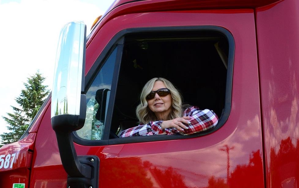 De Ridder Named Women In Trucking's 2020 Female Driver of the Year